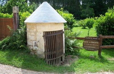 A l'entrée du moulin de gémages