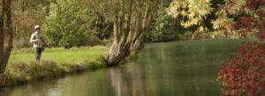 Pêcheur au bord du Parcours