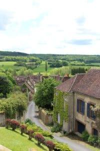 Village en contrebas route