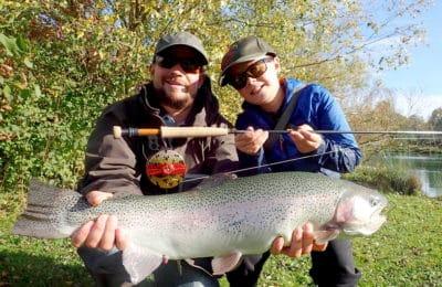 Pêcheurs père fils truite