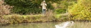 Se battre avec un poisson pêche à la mouche