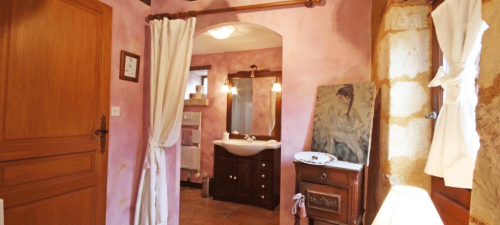 chambre-hotes-perla-lit-decoration-1024x480